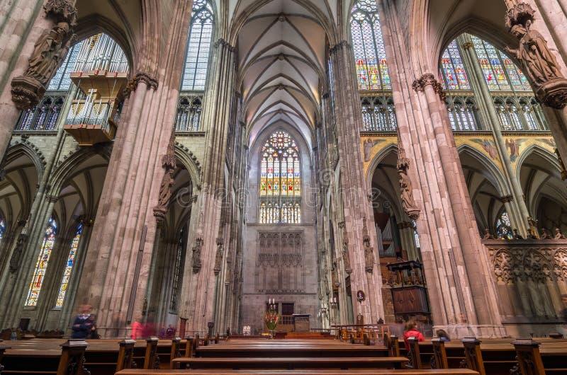 interno della cattedrale di colonia cattedrale cattolica