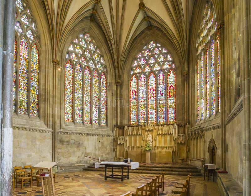 Interno della cattedrale di pozzi fotografia stock