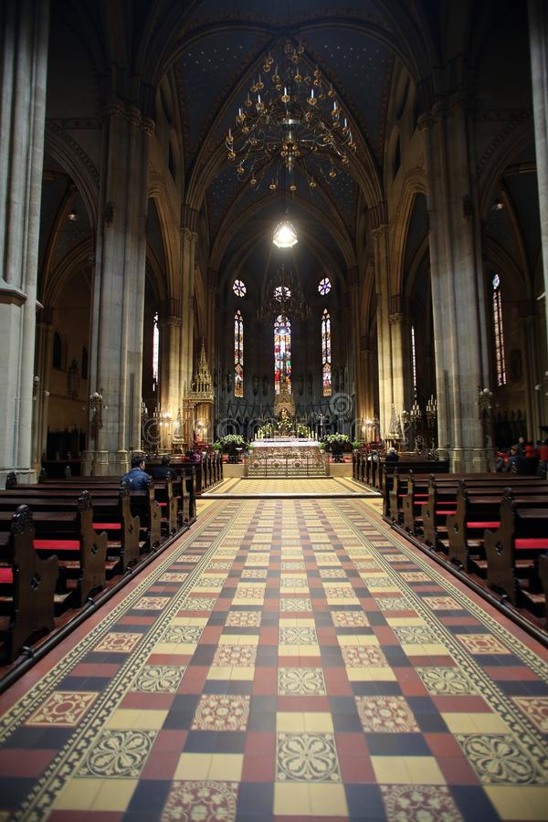 Interno della cattedrale di Zagabria fotografia stock libera da diritti