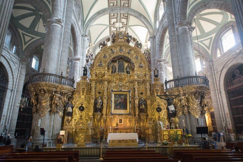 Interno della cattedrale metropolitana de la ciudad de Messico sul quadrato di Zocalo fotografia stock libera da diritti