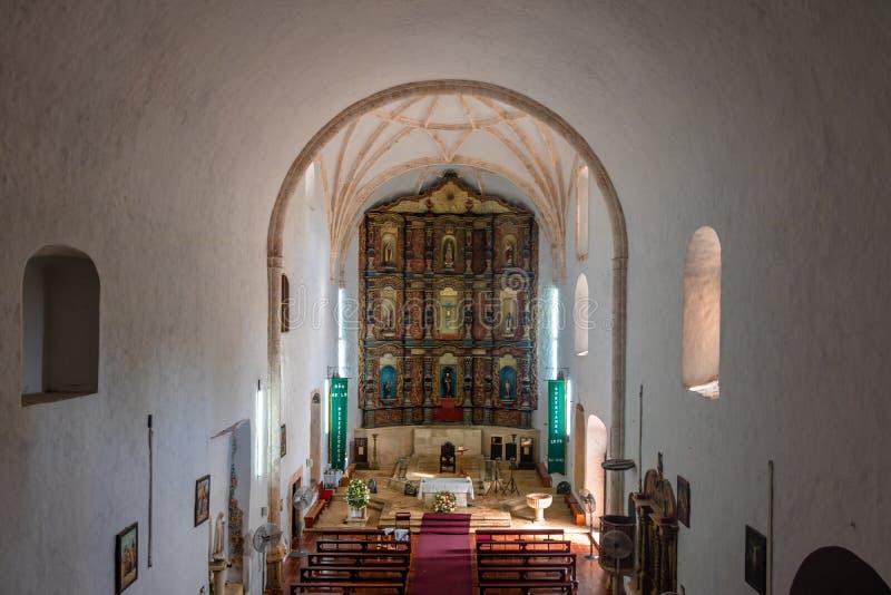 Interno della chiesa in convento di San Bernardino de Siena - Valladolid, Yucatan, Messico fotografia stock libera da diritti