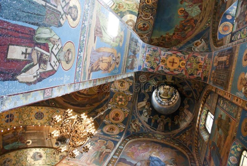 Interno della chiesa del salvatore su sangue rovesciato in San Pietroburgo fotografie stock