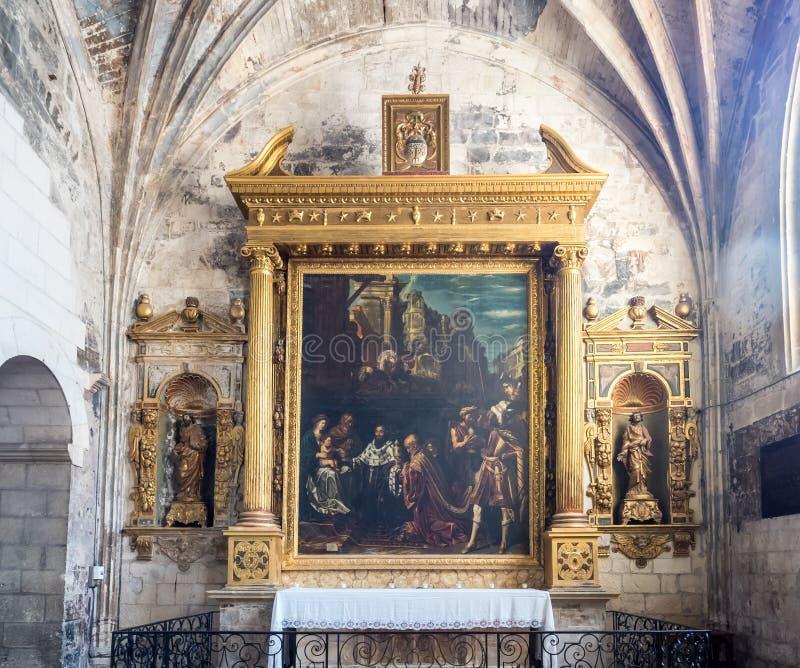 Interno della chiesa di StTrophime, Arles, Francia fotografie stock libere da diritti