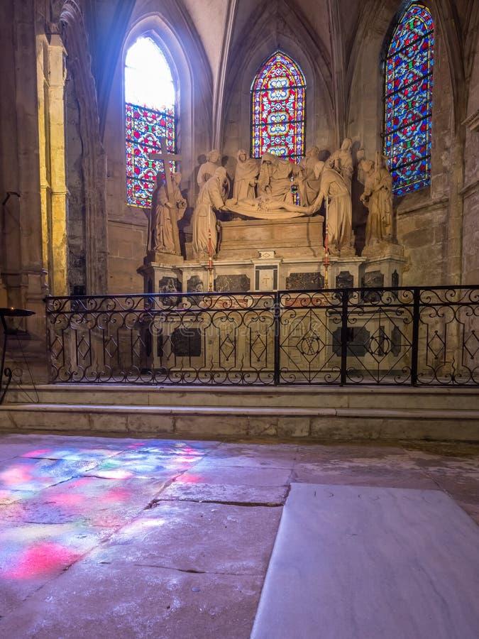Interno della chiesa di StTrophime, Arles, Francia immagine stock