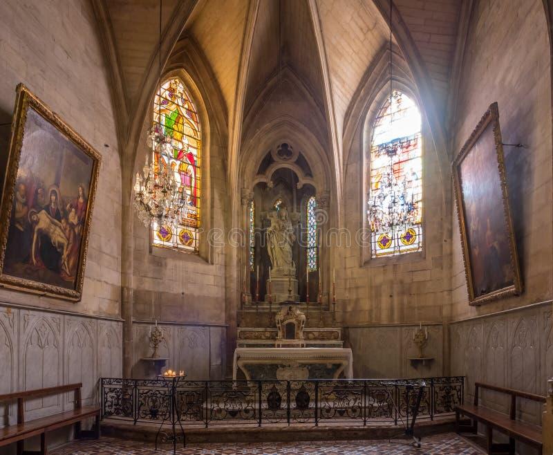 Interno della chiesa di StTrophime, Arles, Francia fotografia stock