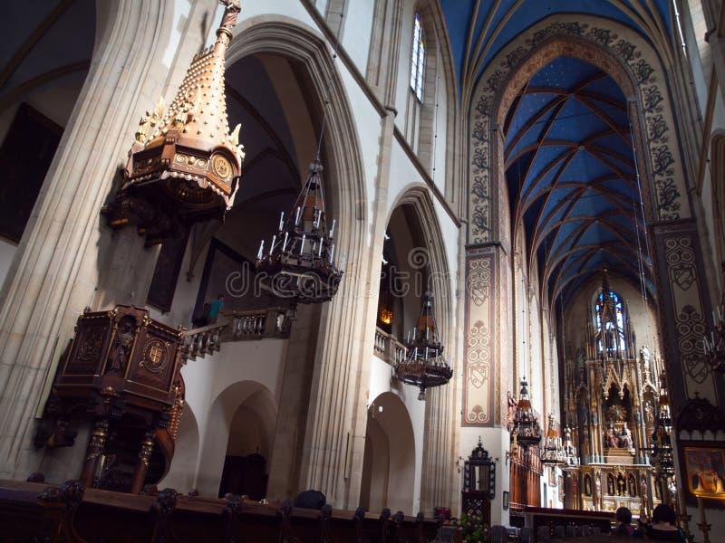 Interno della chiesa domenicana di trinità santa a Cracovia fotografia stock