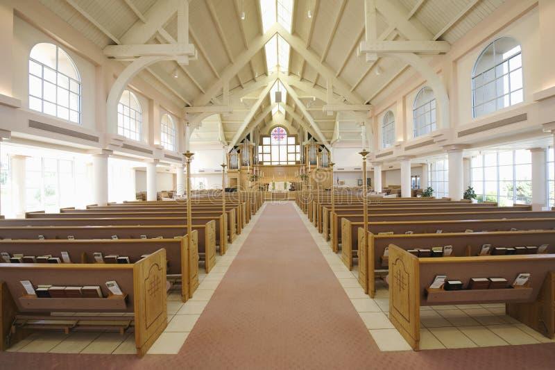 Interno della chiesa moderna fotografia stock
