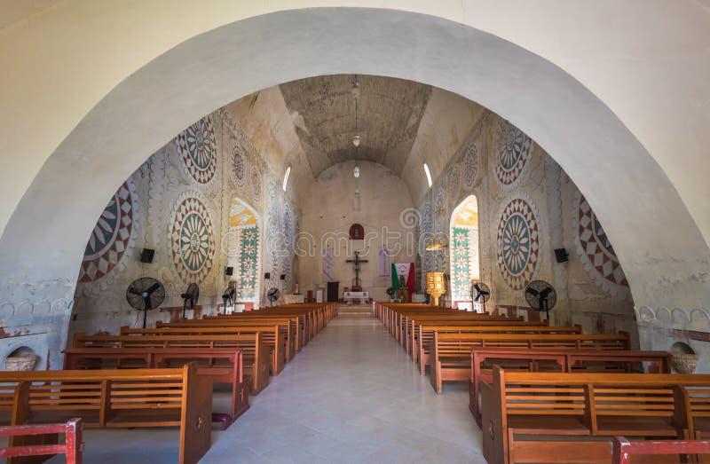 Interno della chiesa nella città maya di Uayma, Yucatan, Messico fotografie stock