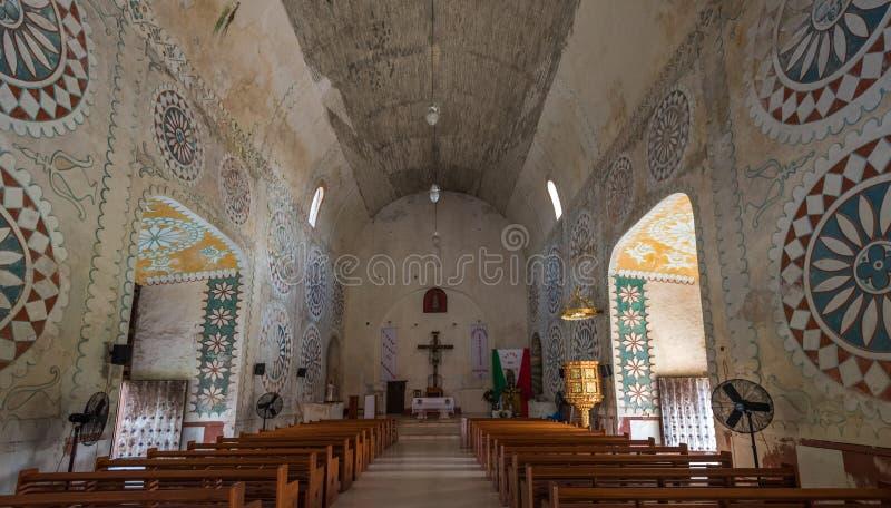Interno della chiesa nella città maya di Uayma, Yucatan, Messico fotografia stock