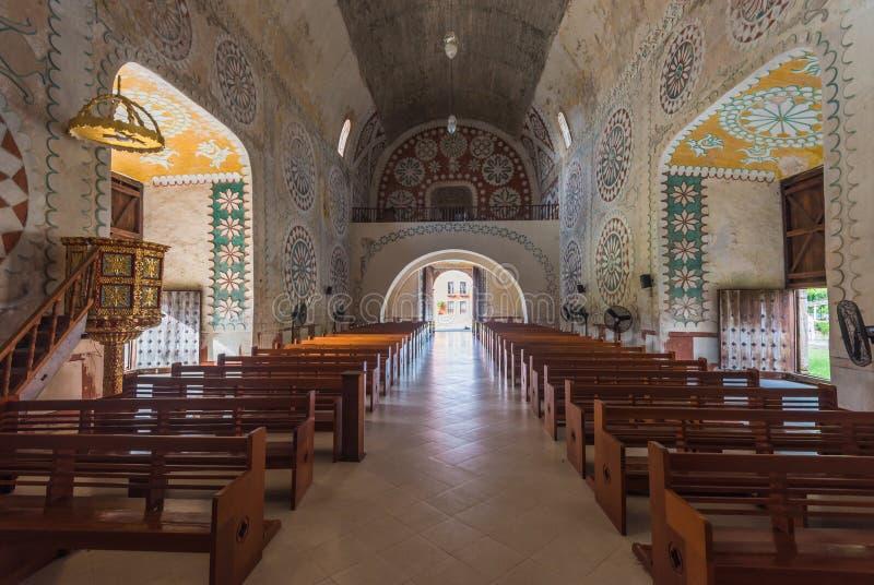 Interno della chiesa nella città maya di Uayma, Yucatan, Messico fotografie stock libere da diritti