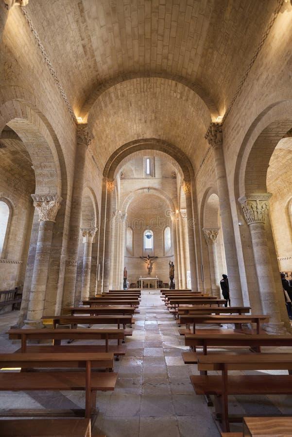 Interno della chiesa romanica famosa fotografia stock libera da diritti
