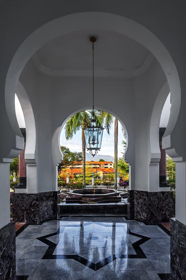 Interno della moschea di Ubudiah in Kuala Kangsar, Perak, Malesia immagine stock libera da diritti