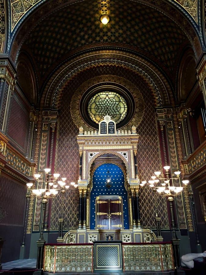 Interno della sinagoga ebrea - Praga immagini stock libere da diritti