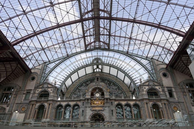 Interno della stazione ferroviaria a Antwerpen fotografie stock libere da diritti