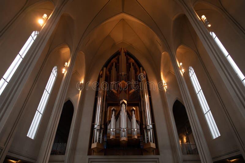 Interno delle canne d'organo della chiesa di Hallgrimskirkja fotografia stock libera da diritti