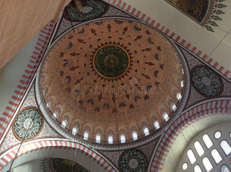Interno di bella moschea a Costantinopoli immagini stock