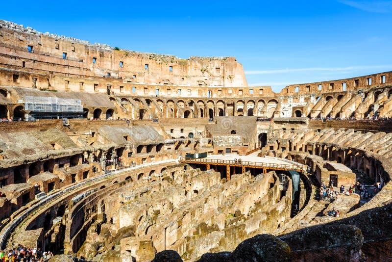 Interno di Colosseum, Roma, Italia fotografie stock libere da diritti