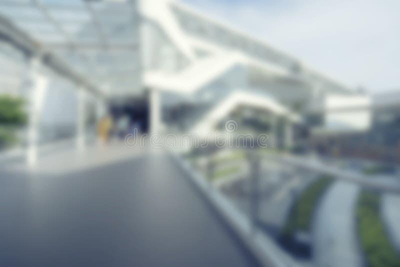 Interno di immagine vaga, entrata della costruzione del centro commerciale del corridoio fotografia stock libera da diritti