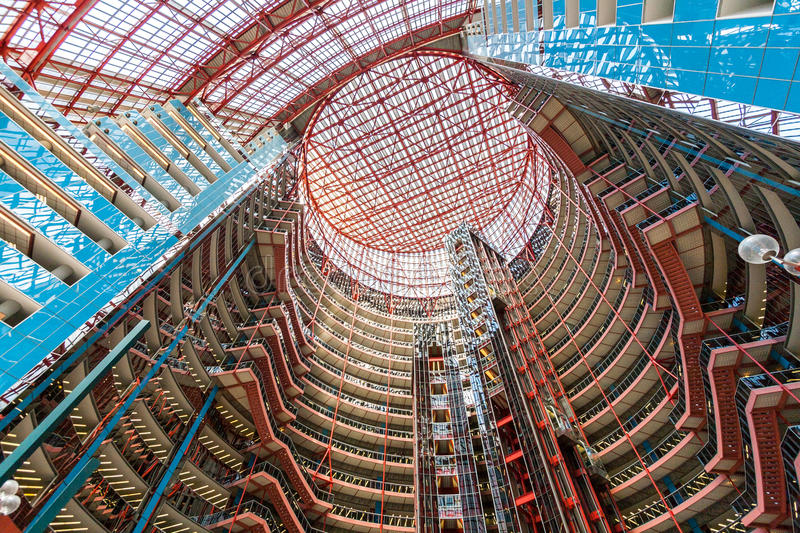 Interno di James R Thompson Center fotografie stock libere da diritti