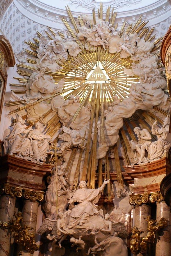 Interno di Karlskirche a Vienna, Austria immagini stock