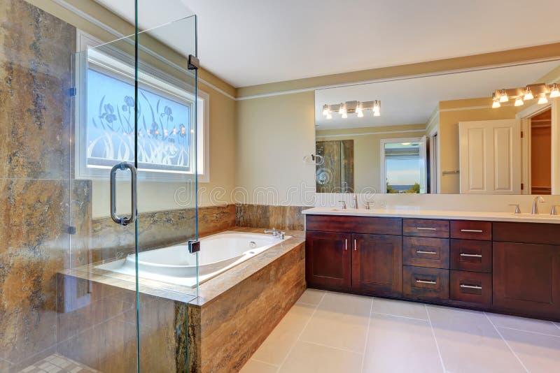 Vasca da bagno grande vasca da bagno e doccia ampio for Grande cabina di lusso orso