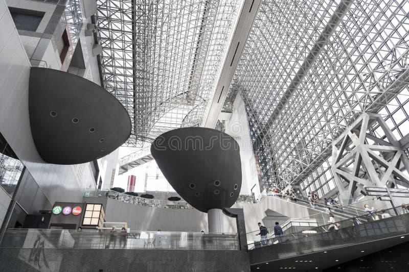 Interno di progettazione del futurista di architettura giapponese moderna della costruzione della stazione di Kyoto immagine stock libera da diritti
