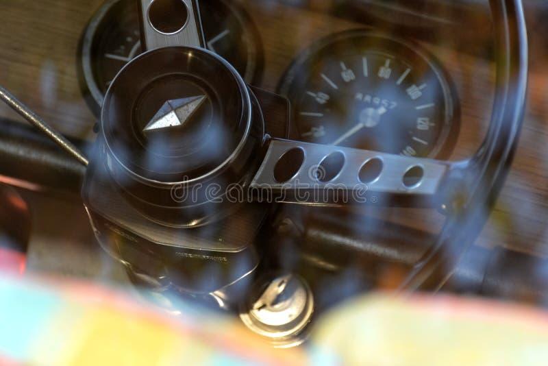 Interno di Renault R8 immagine stock