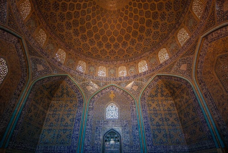 Interno di Sheikh Lotfollah Mosque, Ispahan, Iran immagine stock