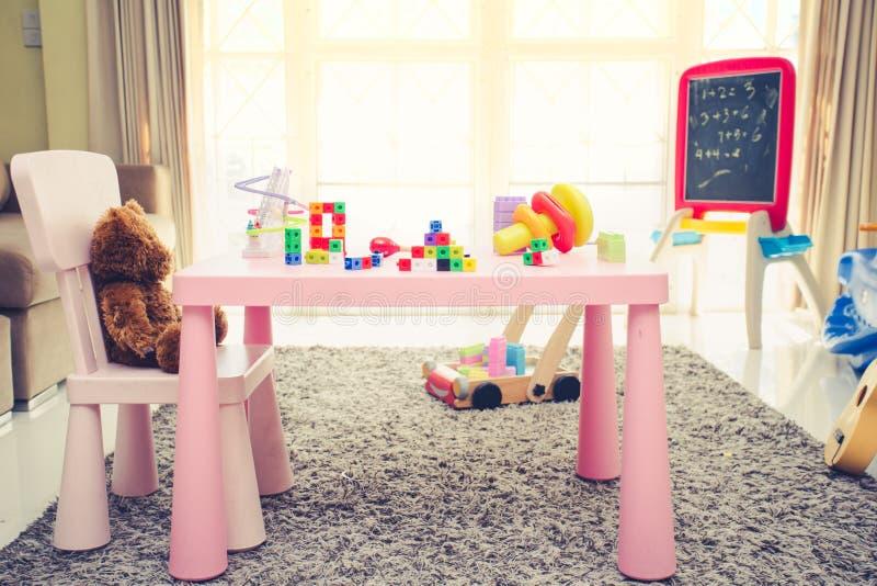 Interno di stanza di gioco variopinta per i bambini fotografia stock libera da diritti