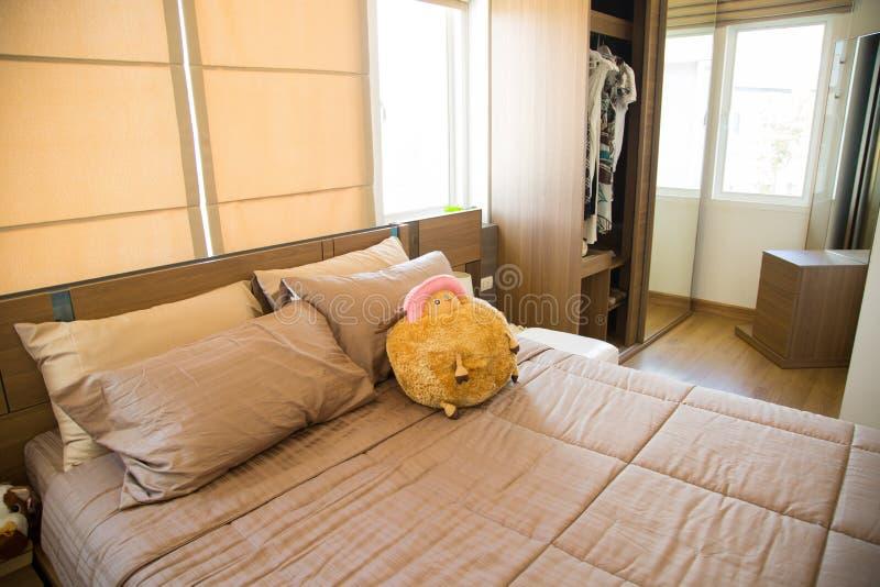 Interno di stanza moderna o della stanza del letto camera - Stanza da letto moderna ...