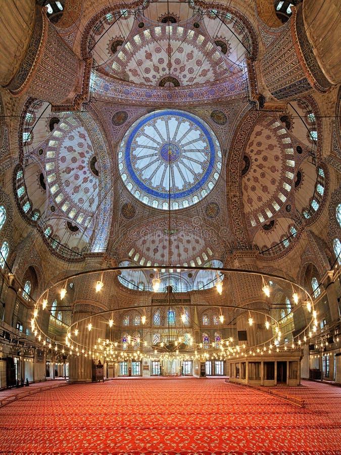 Interno di Sultan Ahmed Mosque a Costantinopoli, Turchia immagine stock libera da diritti