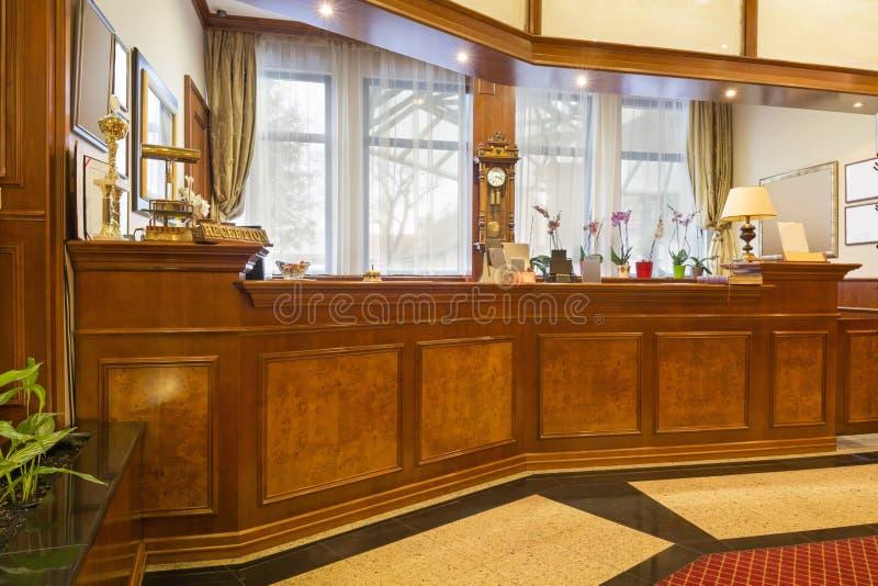 Interno di un'area reception dell'hotel fotografia stock libera da diritti