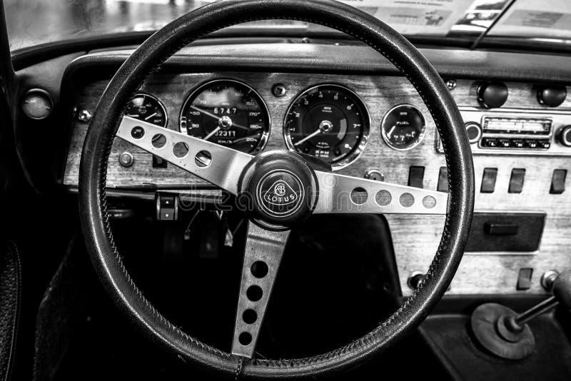 Interno di un'automobile sportiva Lotus Elan S4,1968 fotografie stock