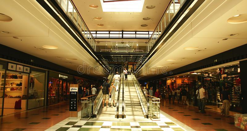 Interno di un centro commerciale nelle glorie de Barcellona di Les fotografia stock libera da diritti