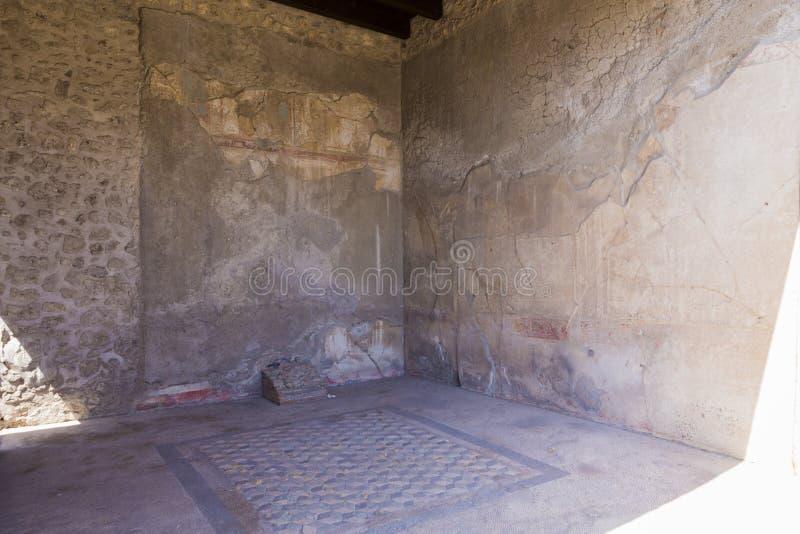 Interno di una casa ristabilita dalla città di Pompei fotografie stock