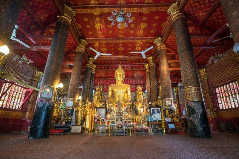 Interno di Wat Mai in Luang Prabang fotografia stock libera da diritti