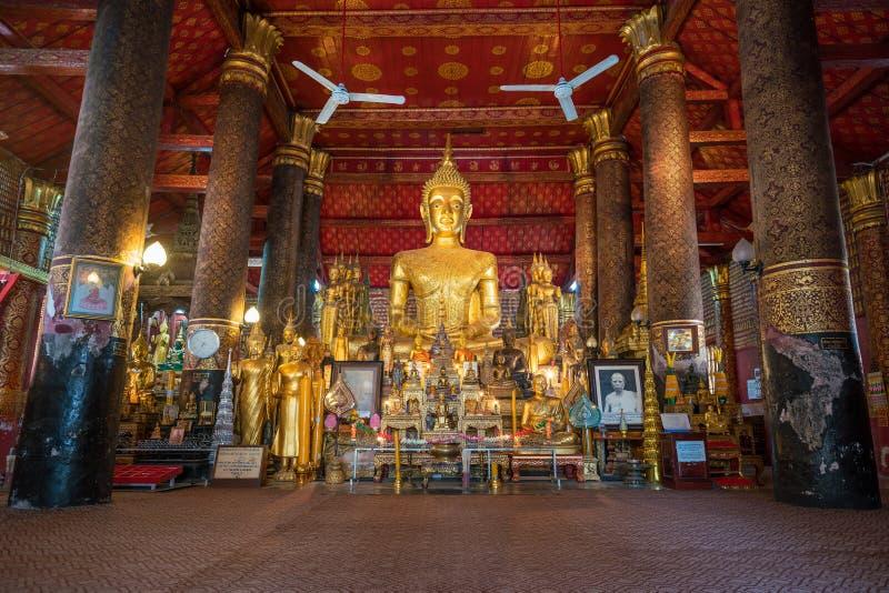 Interno di Wat Mai in Luang Prabang fotografie stock