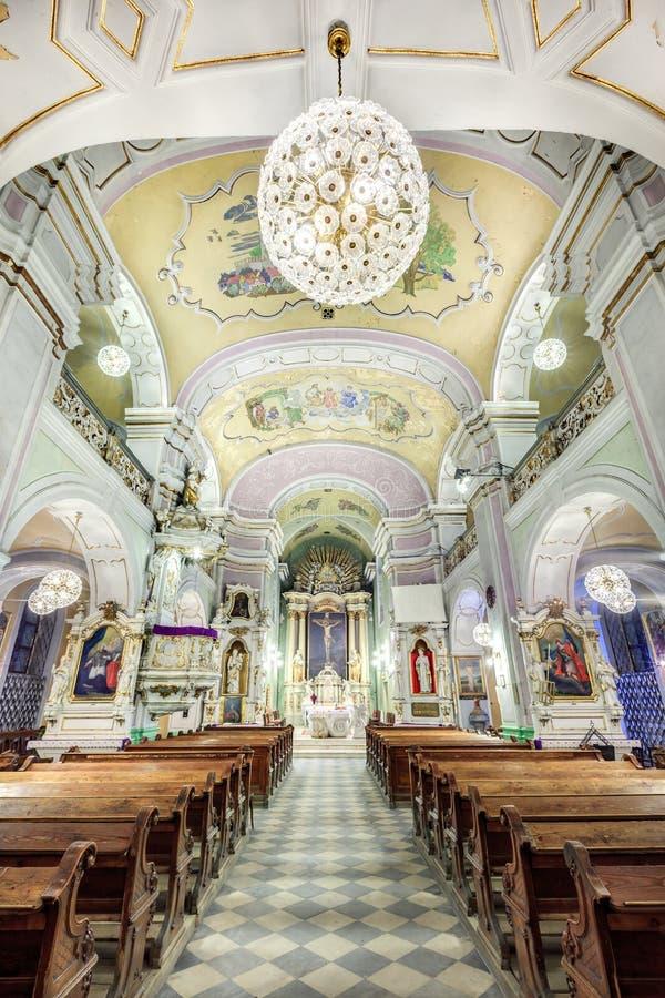 Interno europeo della chiesa fotografia stock libera da diritti