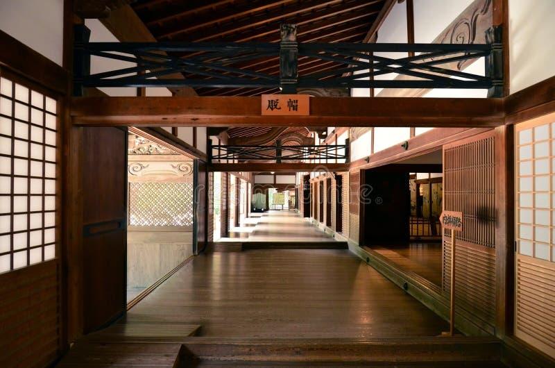 Interno giapponese del tempio fotografie stock