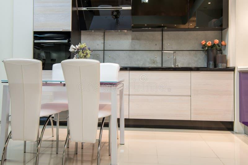 interno moderno accogliente della cucina fotografie stock libere da diritti