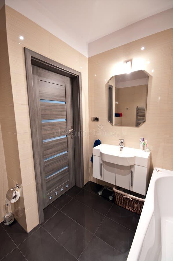 Interno moderno del bagno immagini stock