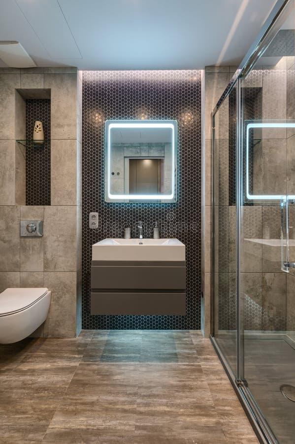 Interno moderno del bagno in appartamento di lusso immagine stock libera da diritti