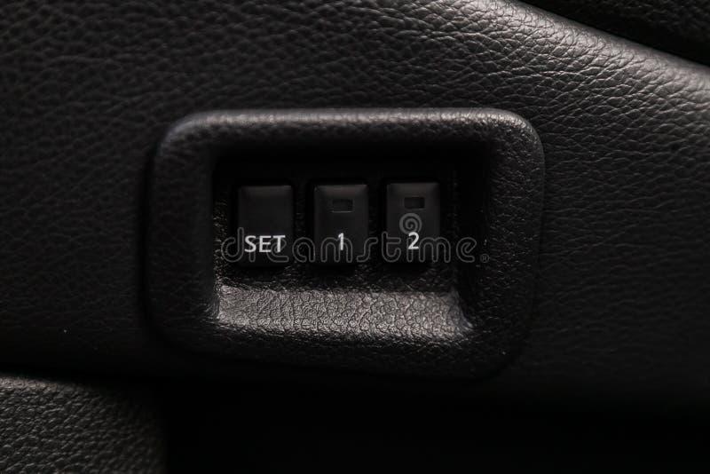Interno moderno dell'automobile: parti, bottoni, manopole fotografia stock