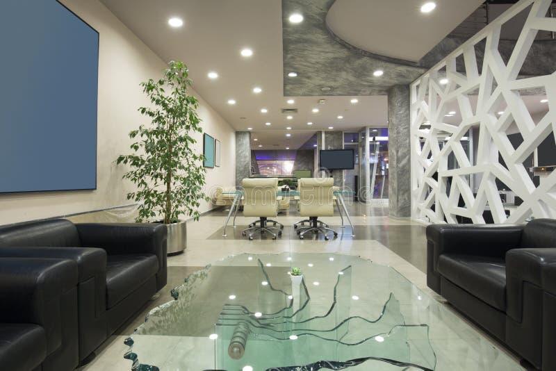 Interno moderno dell 39 ingresso dell 39 albergo di lusso for Arredamento moderno di lusso
