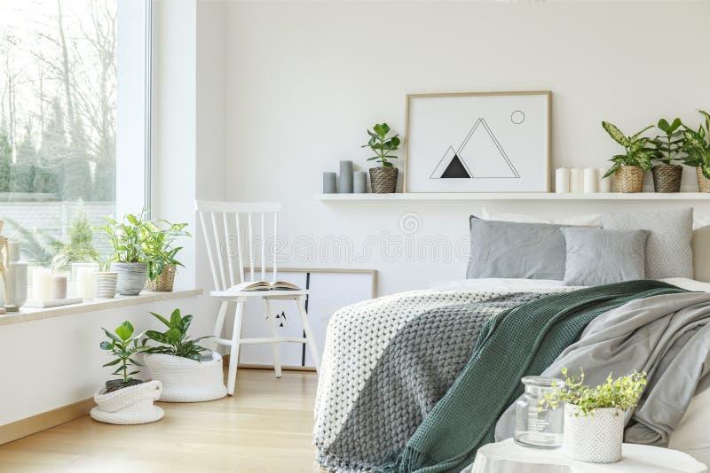 Interno moderno della camera da letto dell'hotel fotografie stock libere da diritti