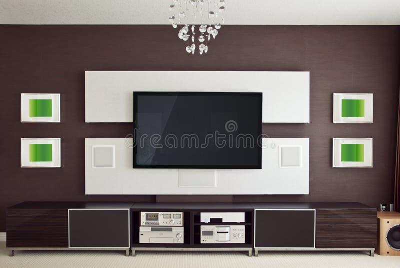 Interno moderno della stanza del teatro domestico con lo schermo piano TV fotografie stock