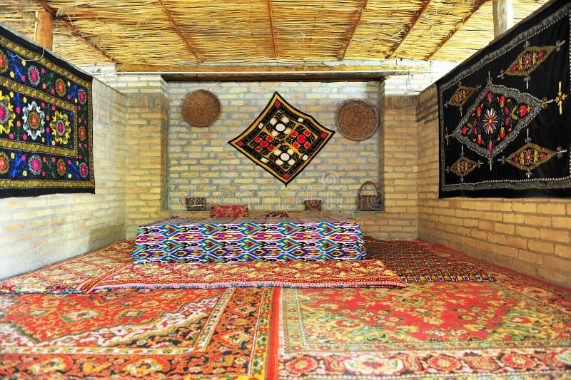 Interno orientale tradizionale della casa da tè immagine stock
