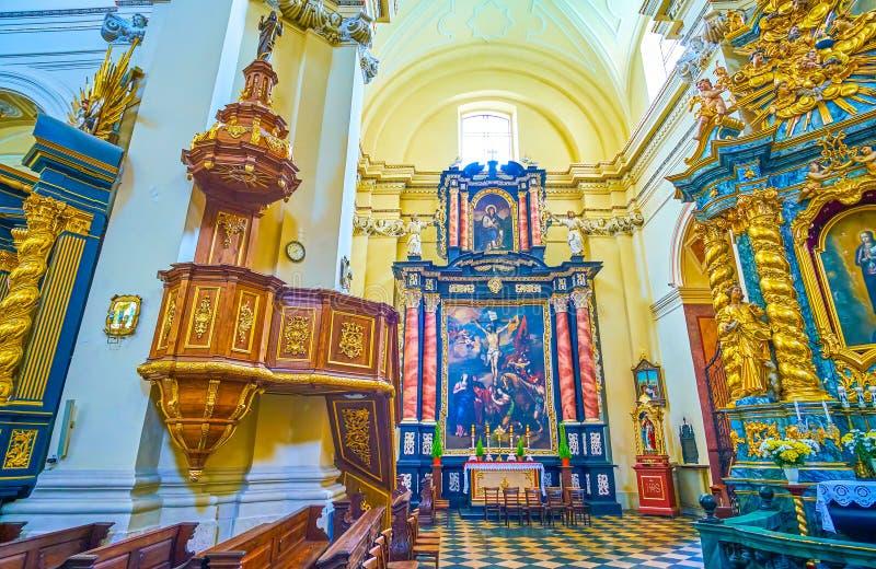 Interno pienamente decorato di St Bernard di Siena Church in Krak fotografie stock