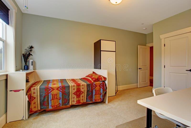 Interno semplice della camera da letto con letto singolo - Camera letto singolo ...