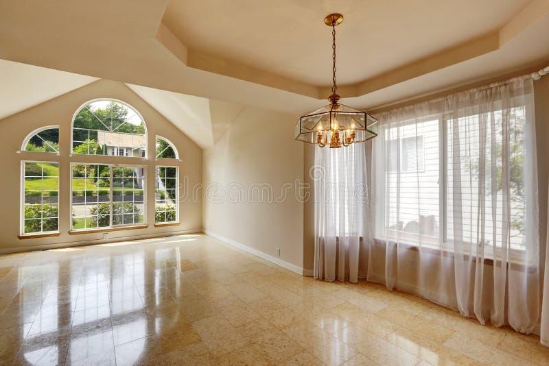 Interno vuoto moderno della casa con la pavimentazione in piastrelle di marmo immagine stock - Piastrelle di marmo ...